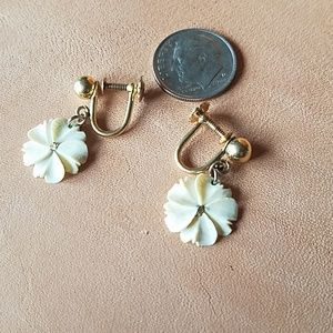 Vintage 12kgp screw on earrings with flower